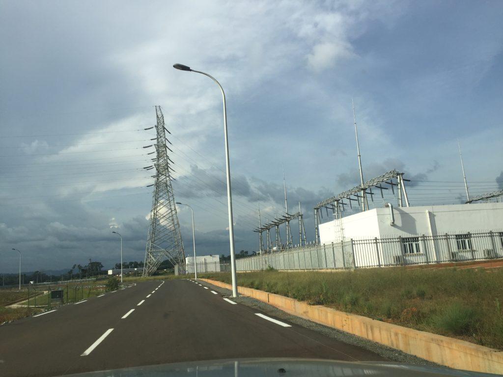 Le barrage est alimenté par des groupes électrogènes
